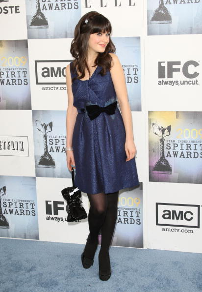 Zooey At The Spirit Awards Wearing A Blue Dress With A Bow