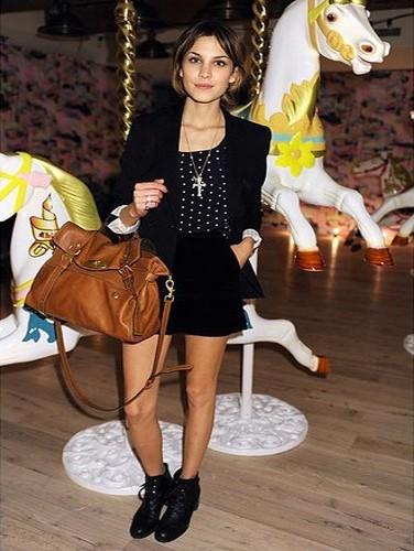 Alexa Chung Fashion StyleChi