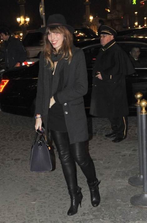 Lou Doillon Black Outfit StyleChi