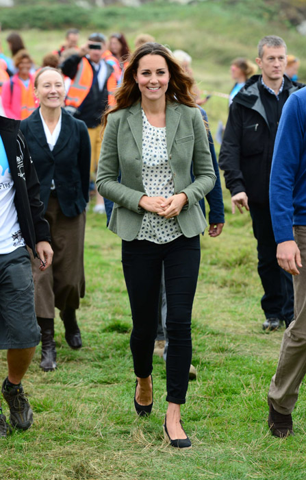Kate Middleton Black Skinny Jeans Khaki Jacket StyleChi