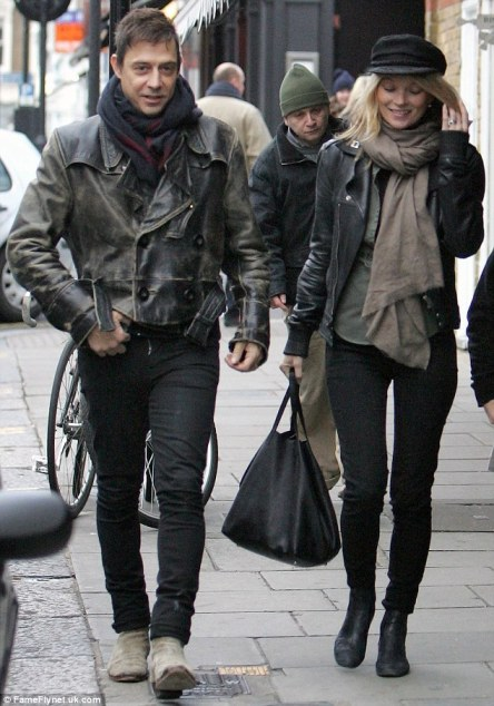 Kate Moss Black Skinnies Hat Scarf StyleChi