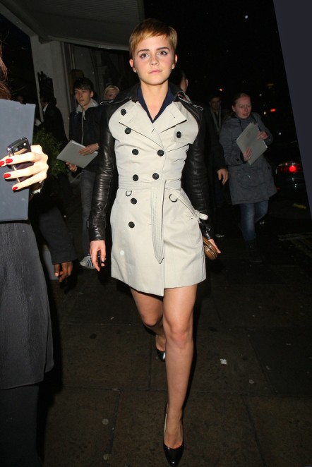Emma Watson Wearing Leather Sleeves+Burberry+trench+exits+ORIUTY Short Hair StyleChi