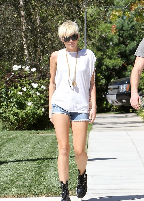 Miley Cyrus Denim Shorts Black Lace Up Boots White SLouch T-Shirt Statement Necklace StyleChi