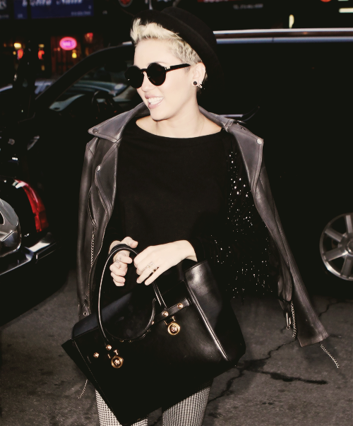 Miley Cyrus Monochromatic Outfit StyleChi