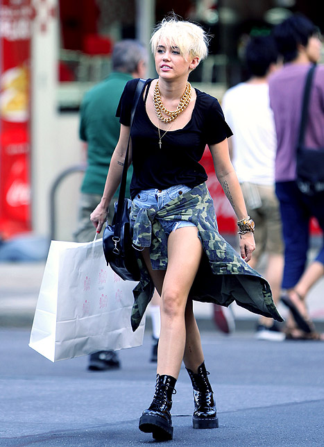 Miley Cyrus Statement Necklace Shorts Black Top Lace Up Boots StyleChi