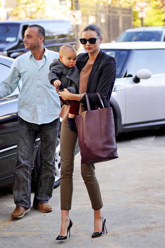 Miranda Kerr Khaki Jeans Black Blazer Son StyleChi