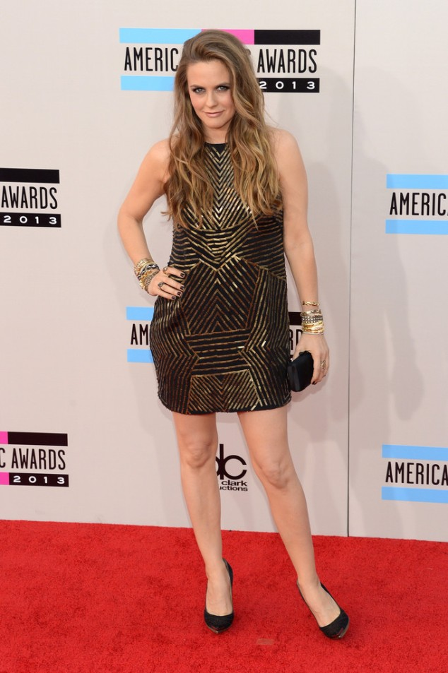 Alicia-Silverstone-in-Nicole-Miller- Black Gold Mini Dress 2013-American-Music-Awards-AMAs-