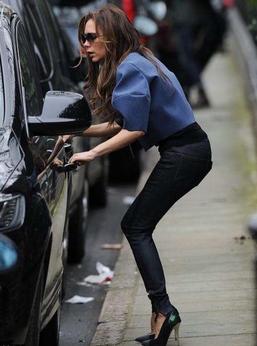 Blue Jacket Sunglasses Skinny Jeans Victoria Beckham StyleChi