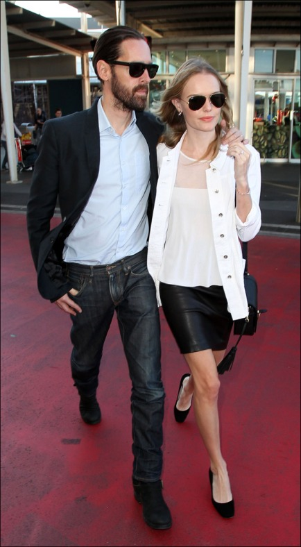 Kate-Bosworth-Michael-Polish-Sydney-Airpot-StyleChi Black Leather Skirt White Mesh Panel Top White Jacket Aviator Sunglasses