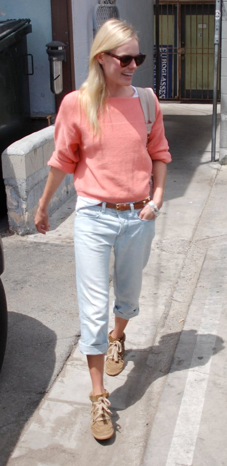 Kate Bosworth StyleChi Casual Coral Knitted Sweater Bleach Wash Boyfriend Jeans Beige Suede Trainers Sunglasses