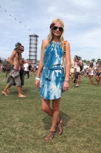Kate Bosworth StyleChi Coachella Festival Style White Blue Tie Dye Dress Brown Strappy Sandals Flower Headband Sunglasses