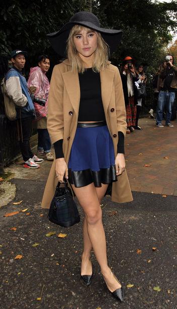 Suki Waterhouse StyleChi Black Hat Crop Top Bucket Bag Camel Coat Blue Leather Insert High Waist Skirt