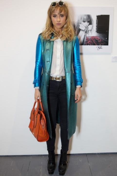 Suki Waterhouse StyleChi Blue Green Metallic Trench Coat Orange Bag Platform Boots White Shirt Sunglasses
