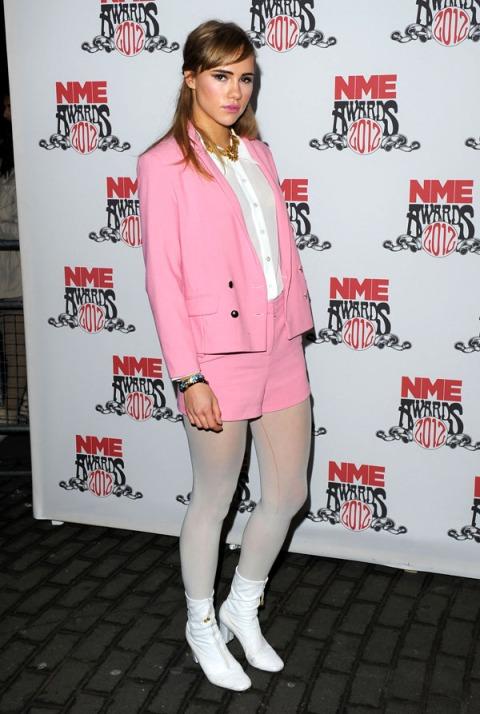 /suki-waterhouse-stylechi-nme-awards-retro-style-pink-blazer-shorts-white-shirt-tights-60s-boots-gold-necklace 2012
