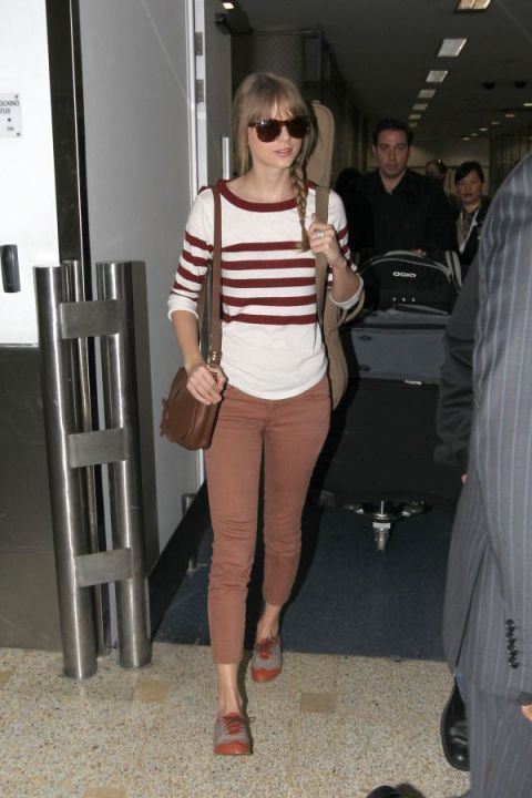 Taylor Swift Striped White Brick Baseball Top Brown Cropped Jeans Grey Brown Brogues Brown Stachel Sunglasses