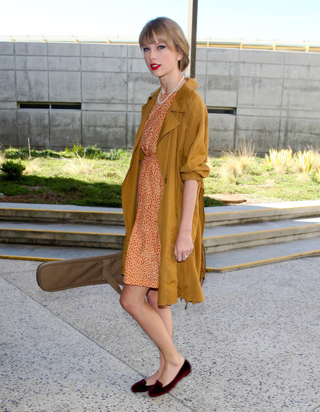 Taylor Swift StyleChi Camel Parka Patterned Orange Dress Burgundy Velvet Slippers Guitar Updo Red Lips Pearl Necklace