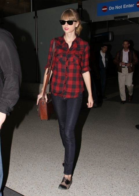 Taylor Swift StyleChi Red Checkered Black Red Shirt Brown Satchel Skinny Jeans Black Beige Brogues Sunglasses Red Lips