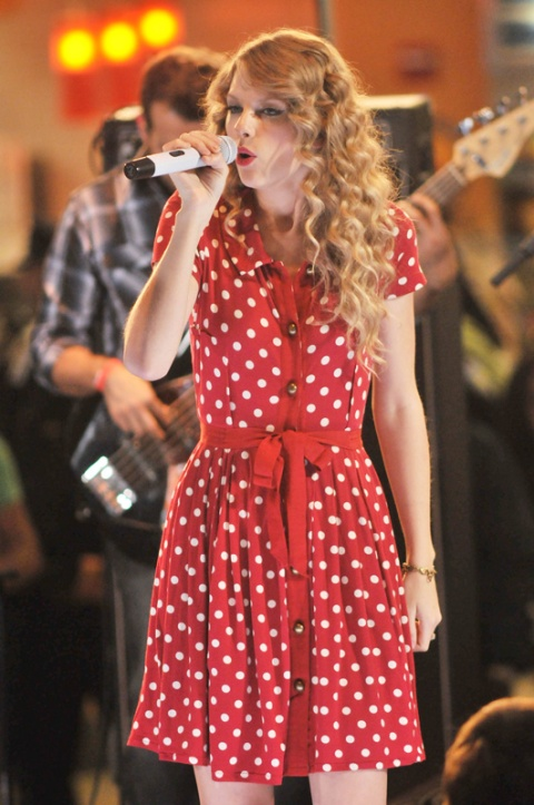 taylor-swift-stylechi-singing-red-belted-polka-dot-shirt-dress JFK Airport, New York City