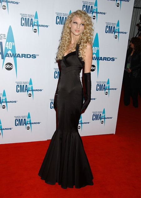 Taylor Swift StyleChi Young 2006 Black Gown CMA Awards Black Gloves