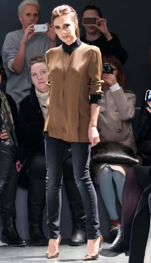 Victoria Beckham 2013 New-York Fashion Brown Blouse Black Collar Skinny Jeans Animal Print  Court Shoes StyleChi