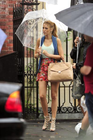 Blake Lively StyleChi Beige Tote Bag Patterned Skirt Blue Sleeveless Cardigan Cream Strappy Heels