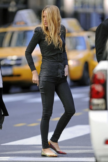 Blake Lively StyleChi Grey Skinny Jeans Sweater Flat Pointy Shoes