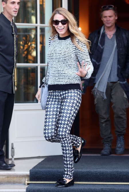 Blake Lively StyleChi Monochrome Look Black White Sweater Houndstooth Jeans Patent Slipper Shoes