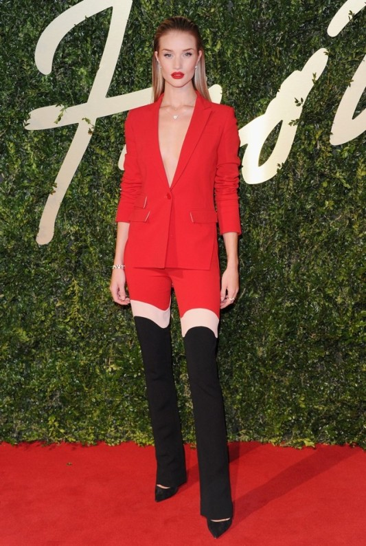 British Fashion Awards 2013 StyleChi Rosie Huntington Red Black White Optical Illusion Suit Pointed Toe Heels Red Lip Wet Look Hair