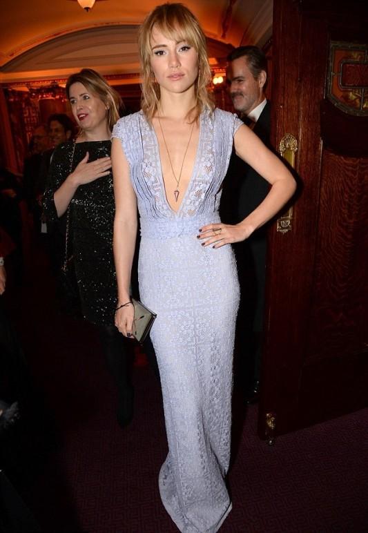 British Fashion Awards 2013 StyleChi Suki Waterhouse Deep V-Neck Plunge Mauve Lace Dress Chain Necklace