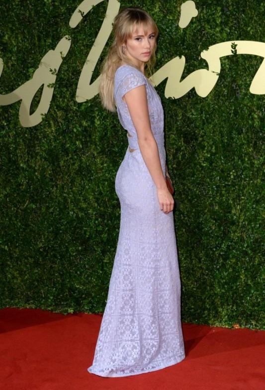 British Fashion Awards 2013 StyleChi Suki Waterhouse Deep V-Neck Plunge Mauve Lace Dress