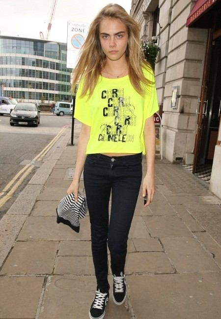 Cara Delevingne StyleChi Yellow T-Shirt Black Skinny Jeans Vans Trainers Striped Beanie Street Style