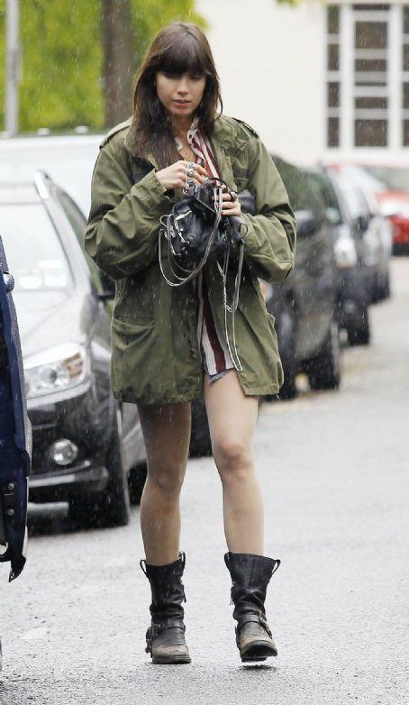 Daisy Lowe StyleChi Green Khaki Military Jaclet Black Bag Biker Boots