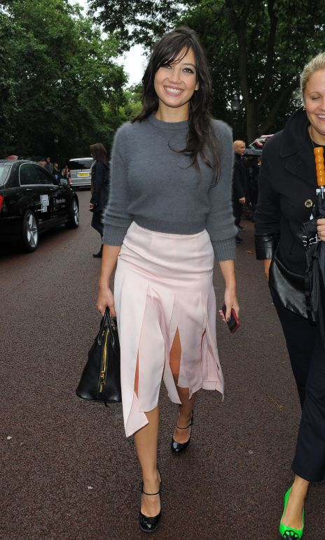 Daisy Lowe StyleChi Grey Cropped Sweater Pink High Waist Multi Split Skirt Baby Pink Mary Jane Heels Black Bag 2
