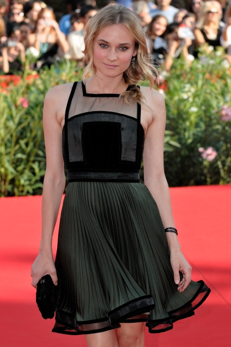 diane-kruger-stylechi-2009-66th-venice-international-film-red-carpet-khaki-black-pleated-sheer-panel-dress