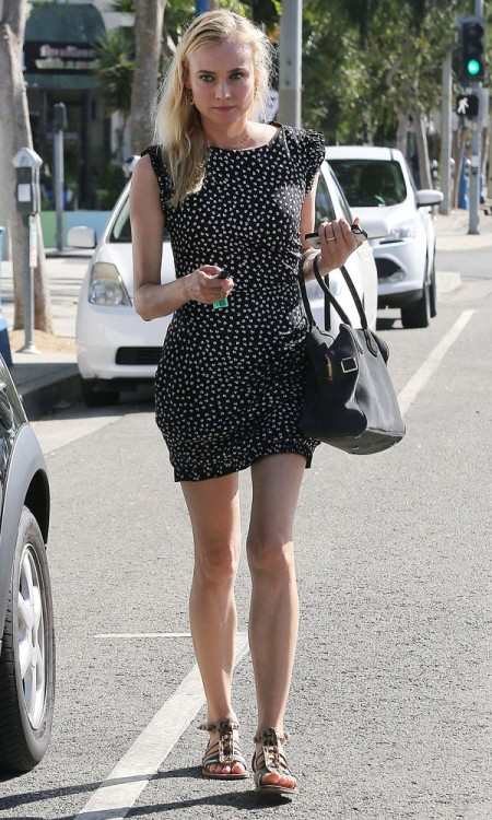Diane Kruger StyleChi 2013 Black White Short Sleeve Floral Print Mini Dress Sandals Casual Style