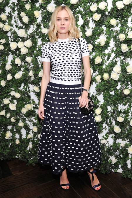 Diane Kruger StyleChi Casual Chic White Navy Mid Sleeve Bow Pattern Crew Neck Sweater Long Midi Puff Out Skirt Chain Bag