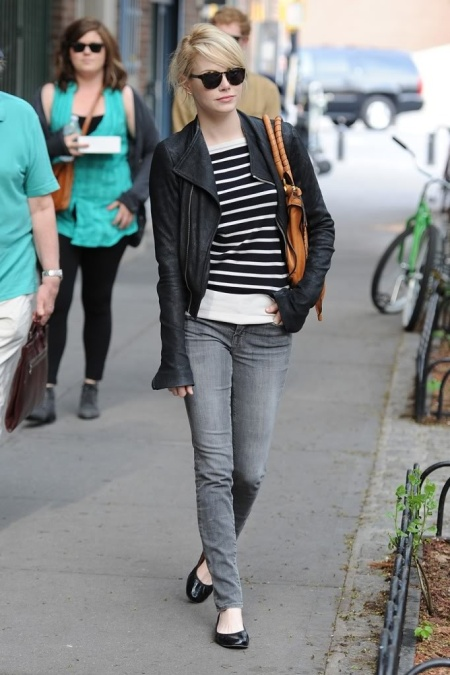 Emma Stone Blonde StyleChi Casual Look Sunglasses Black Leather Jacket Tan Handbag Grey Skinny Jeans Striped Monochrome Top Ballerina Shoes