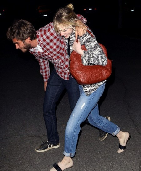 Emma Stone StyleChi Andrew Garfield Blonde Hair Brown Handbag Boyfriend Jeans Marl White Black Jacket Nude Black Slipper Shoes