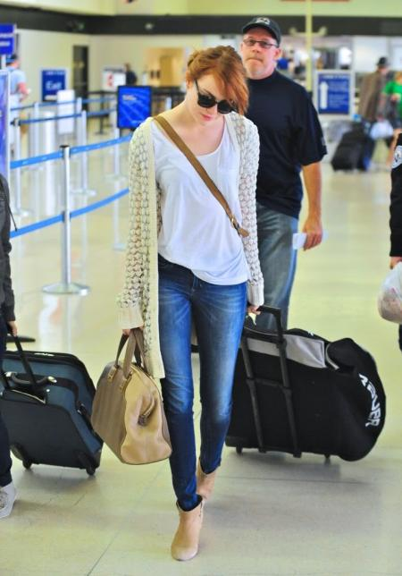 Emma Stone StyleChi Casual Style Sunglasses Red Hair White T-Shirt White Cardigan Blue Denim Skinny Jeans Beige Ankle Boots Airport