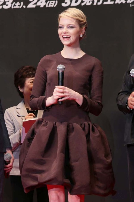 emma-stone-stylechi-premiere-amazing-spiderman-brown-long-sleeved-drop-waist-puff-out-dress