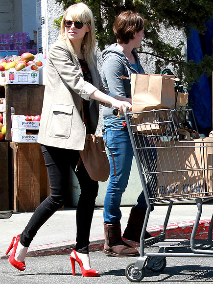 Emma Stone StyleChi Red Platform Peep Toe SLing Back Heels Black Skinny Jeans Beige Boyfriend Blazer Sunglasses Beige Bucket Bag Cross Body Blonde