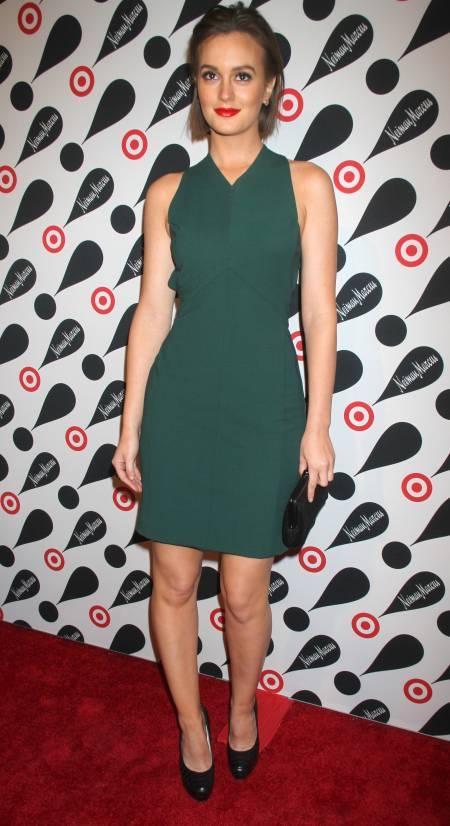 Leighton Meester StyleChi Simple Green Dress High V-Neck Black Clutch Heels Short Hair Red Lips