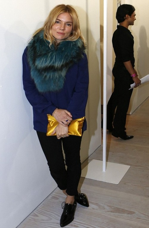 Sienna Miller StyleChi Blue Sweater Teal Petrol Green Fur Stole Gold Satin Yellow Clutch Black Skinny Jeans Patent Pointed Brogue Style Heels