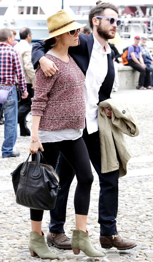Sienna Miller StyleChi Casual Pregnant Tom Sturridge Sunglasses Straw Hat Marl Red Sweater Black Leggings Beige Suede Heeled Boots