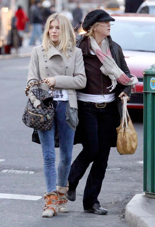 sienna-miller-stylechi-casual-short-beige-grey-military-coat-acid-wash-skinny-jeans-beige-contrast-brown-strappy-suede-boots