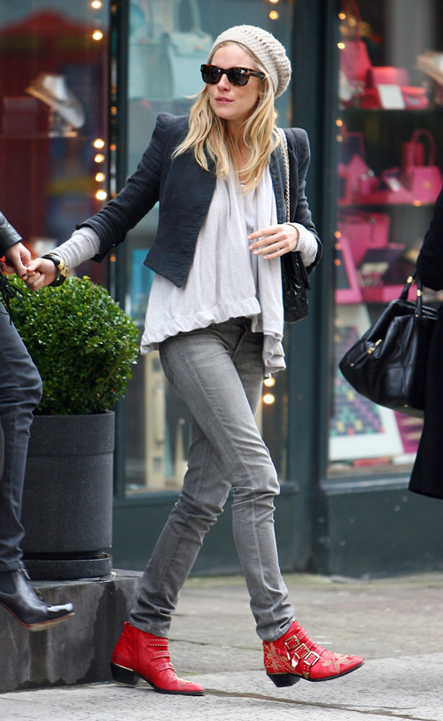 sienna-miller-stylechi-casual-sunglasses-beige-beanie-hat-black-jacket-grey-skinny-jeans-red-studded-buckled-ankle-boots