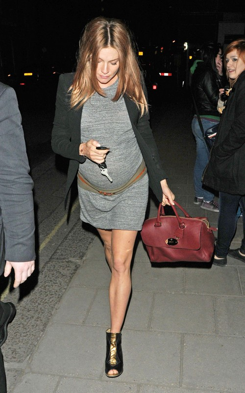 sienna-miller-stylechi-pregnant-casual-grey-drop-waist-dress-black-blazer-metallic-peep-toe-ankle-boots-oxblood-bag