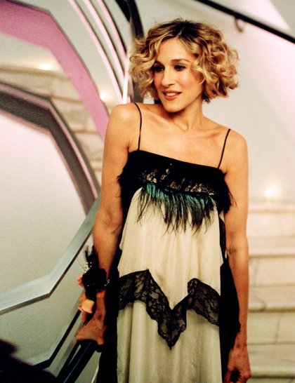 Carrie-Bradshaw-SATC-SJP-Best-Looks-StyleChi-Black-Lace-Trim-Cream-Strappy-Dress