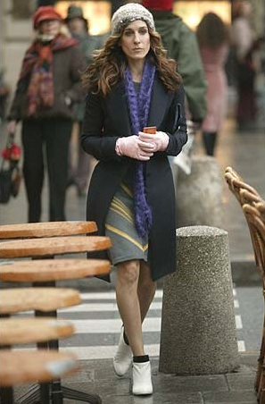 Carrie-Bradshaw-Sex-And-The-City-Sarah-Jessica-Parker-Best-Looks-StyleChi-Black-Coat-Grey-Yellow-Knitted-Dress-Purple-Scarf-Cream-Ankle-Boots