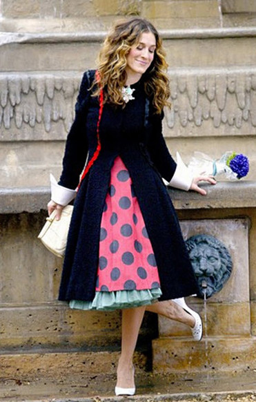 Carrie-Bradshaw-Sex-And-The-City-Sarah-Jessica-Parker-Best-Looks-StyleChi-Black-Coat-Paris-Polka-Dot-Red-Black-Skirt-White-Heels